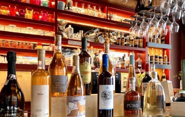 Καλύτερα από μπαρ: Τα Tορ-5 wine bars της Αθήνας