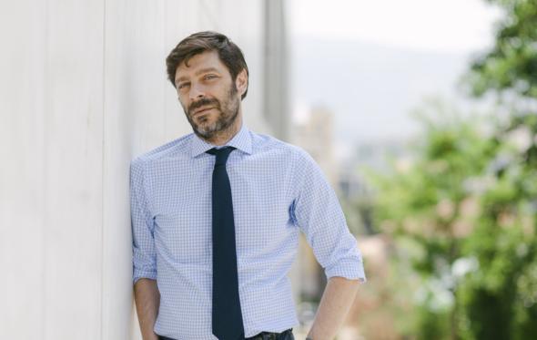 Νικόλας Γιατρομανωλάκης: «Η κοινωνία έχει δρόμο να διανύσει στο ρόλο των γυναικών και των ΛΟΑΤΚΙ»