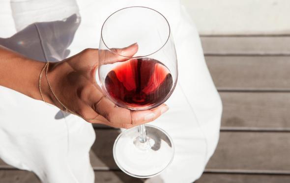 Kόκκινo κρασί το καλοκαίρι; Βεβαίως! Διαβάστε πώς και τι…