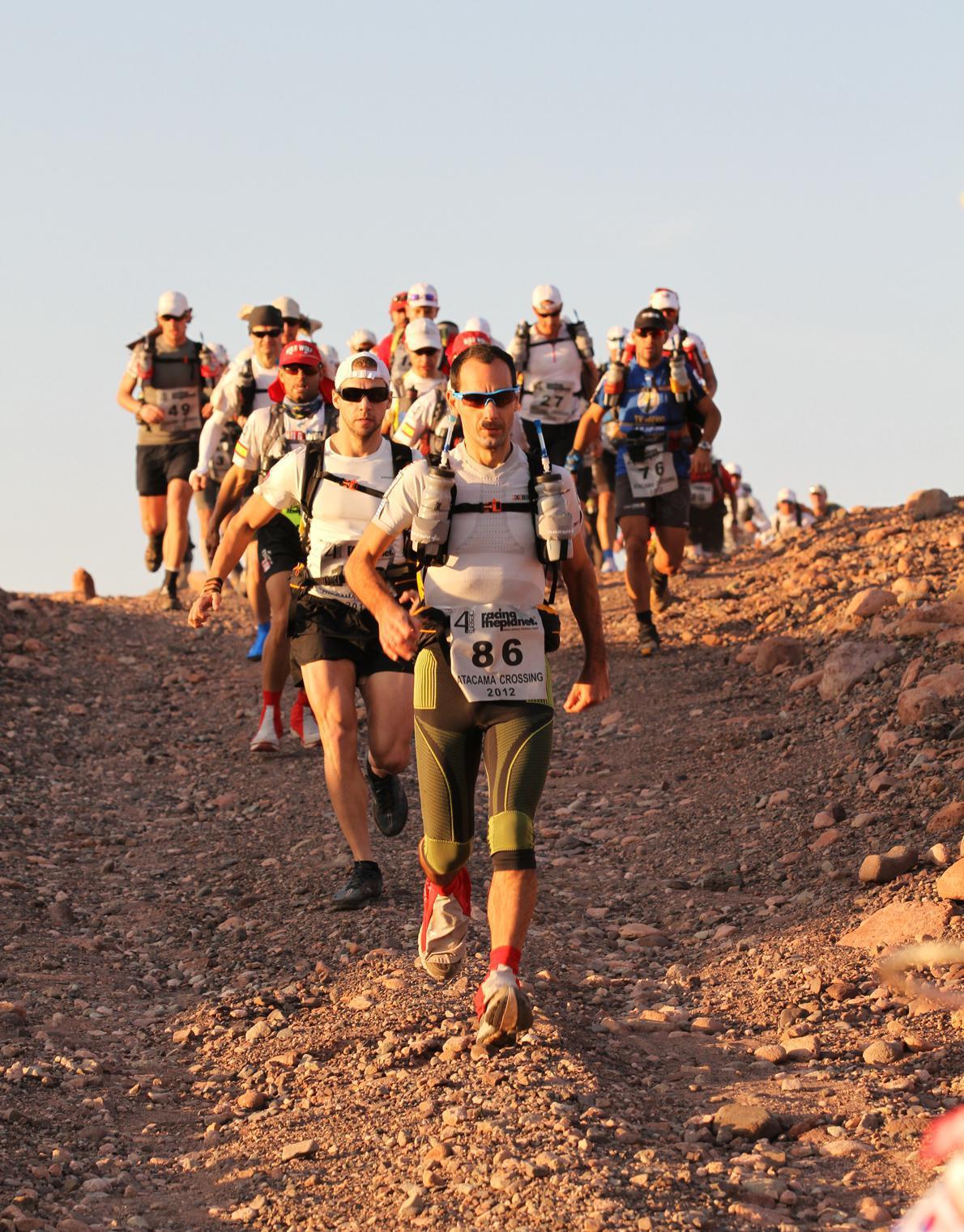 """«Στιγμές αδρεναλίνης ενώ προπορεύομαι στο """" Atacama Crossing""""»."""