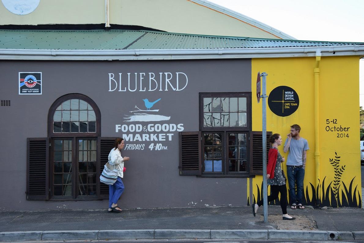 False Bay, Western Cape, South Africa. Το Bluebird Market μαζί με το πιο γνωστό Neighbergoods Market αποτέλεσαν τις εκπλήξεις αυτής της πόλης. Ίσως τα πιο ατμοσφαιρικά markets μικροπωλητών που μπορεί να βρεθείτε ποτέ. Ήταν ο καλύτερος τρόπος να γνωρίσουμε την πολυπολιτισμικότητα και διαφορετικότητα της capetonian κοινωνίας.