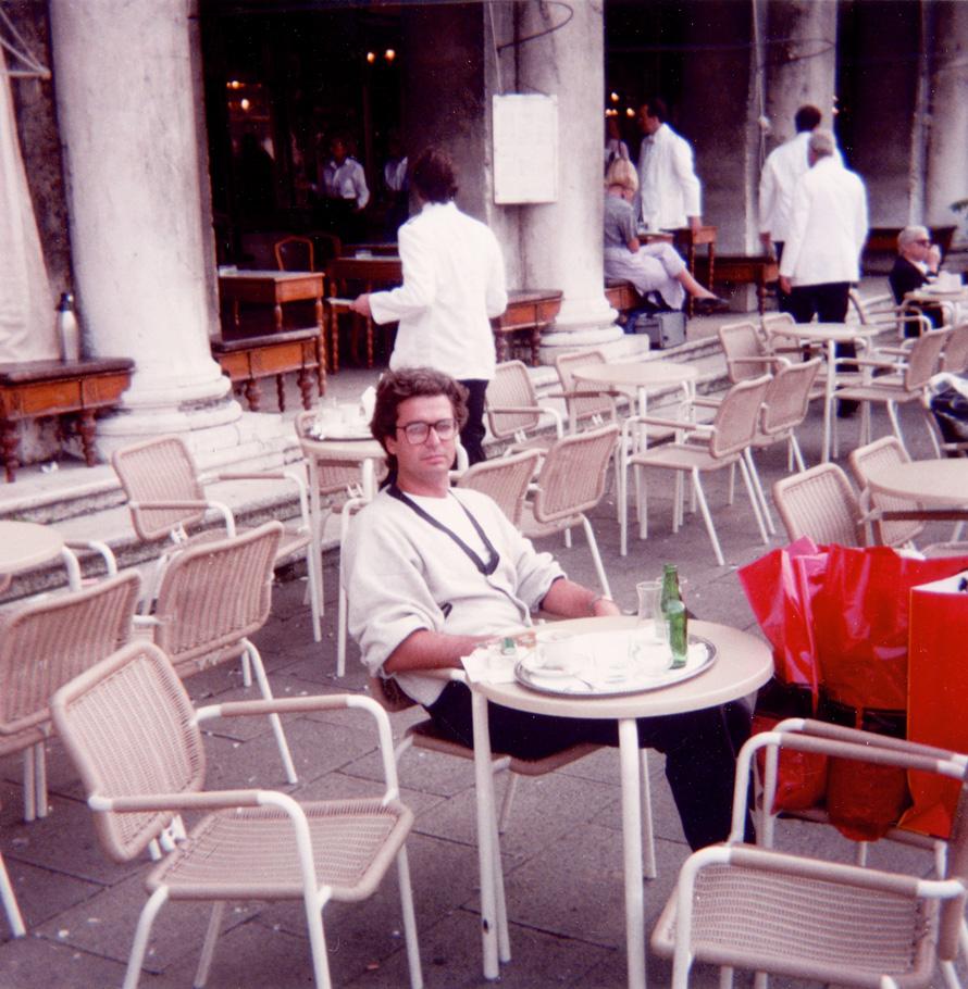 1.Ο Σωτήρης Κακίσης στη Βενετία το 1989 (Φωτογραφία Αργύρης Μπακιρτζής)