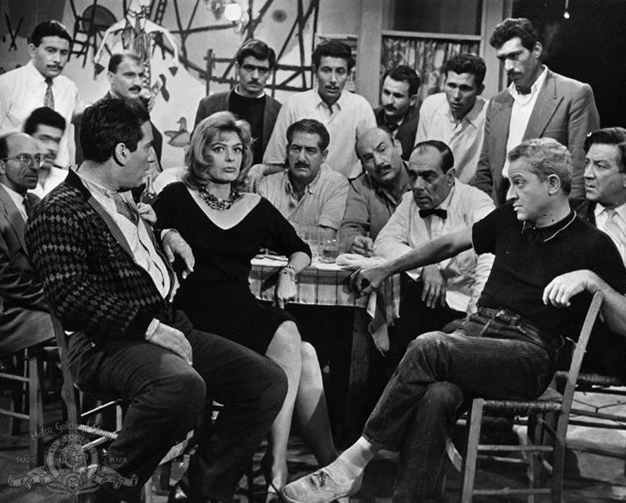«Ποτέ την Κυριακή», 1960. Με τον Τίτο Βανδή, τη Μελίνα Μερκούρη, τον Παναγιώτη Καραβουσιάνο, τον Ζυλ Ντασέν και τον Μήτσο Λυγίζο.
