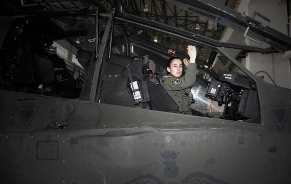 «Απάτσι» γένους θηλυκού στην Αεροπορία Στρατού.