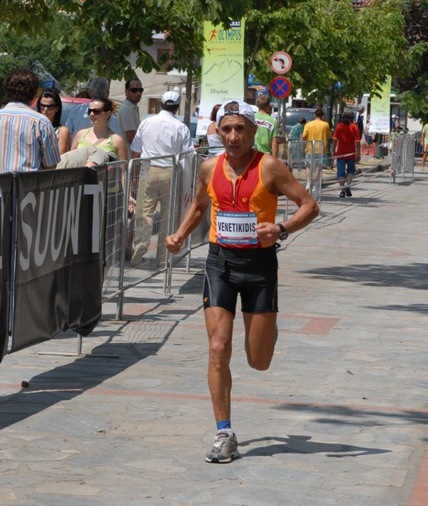 Στον τερματισμό του Olympus Marathon 2008 με την καλύτερή του επίδοση 5 ώρες και 43'.