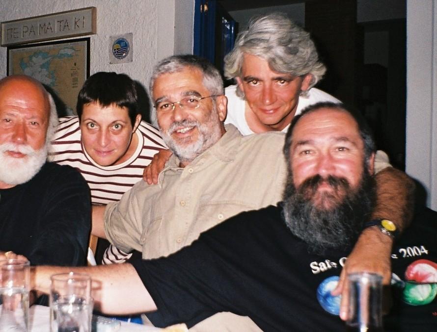 Νίκος Χουλιάρας, Λίλη Πανούση, Σωτήρης Κακίσης, Κωνσταντίνος Περατικός και Τζίμης Πανούσης. Φωτογραφία: Αλεξάνδρα Περατικού