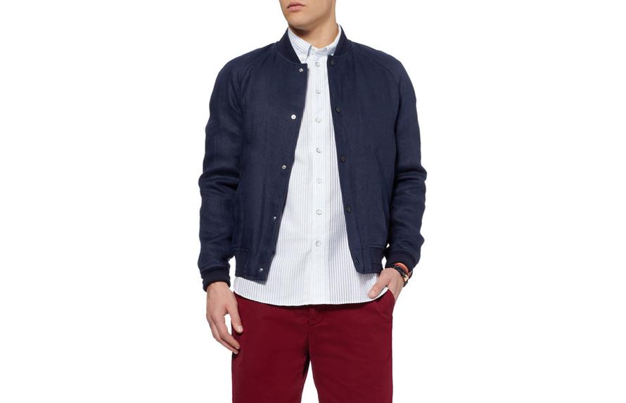 Όταν έχετε το πουκάμισο έξω από το παντελόνι, πρέπει να φτάνει μέχρι τη μέση των γοφών και να 'ναι ίσιο κάτω.