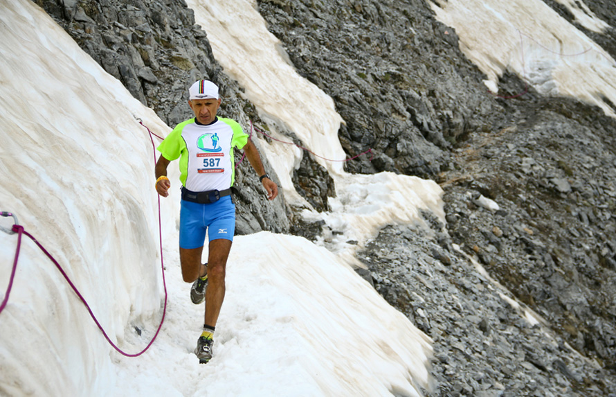 Olympus Marathon 2013, το χιόνι σε κάποια σημεία (Ζωνάρια) δεν είχε λιώσει. (Φωτογραφία GoExperience)