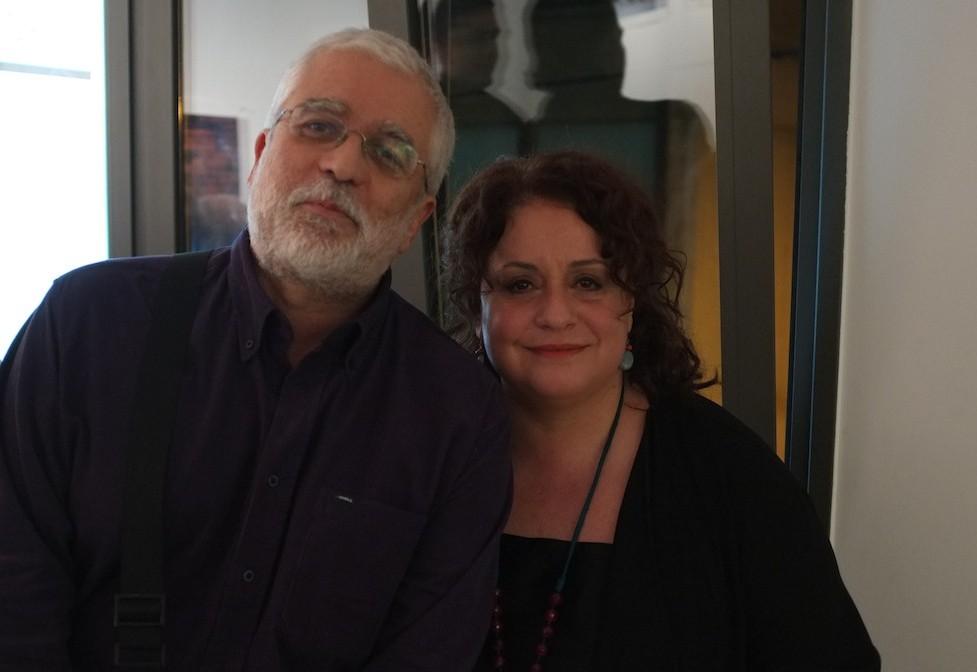 Ο Σωτήρης Κακίσης με την Ελένη Κοκκίδου στην ανάγνωση ποιημάτων του Γιάννη Βαρβέρη (μαζί με τον Τζίμη Πανούση) στο «About» πρόπερσι. (Φωτογραφία: Θοδωρής Σκριβάνος)