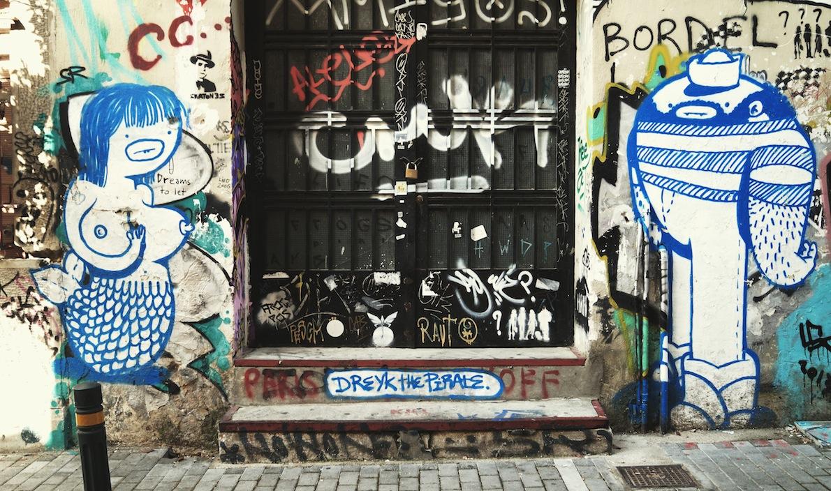 Ψυρρή  Writer: Dreyk the Pirate Ο  Street Artist Dreyk ξεκίνησε υπογράφοντας ως lmk, το Dreyk προέκυψε όταν σχεδίασε τον πρώτο του πειρατή εκ τότε είναι γνωστός ως Dreyk The Pirate, σχεδιάζει  στους δρόμους της Αθήνας εδώ και 14 χρόνια. Πλαστικό χρώμα και spraypaint.
