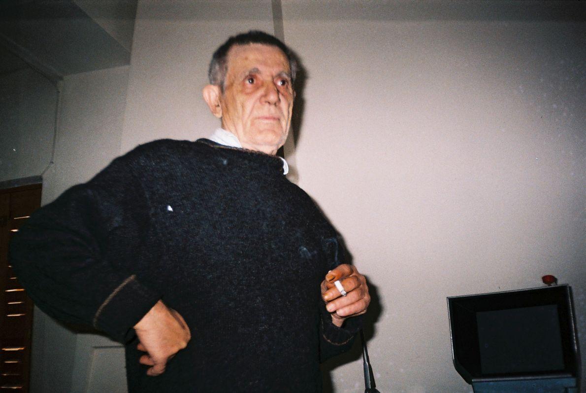 Ο Αλέξης Δαμιανός σε μια από τις τελευταίες του φωτογραφίες στο σπίτι του. Φωτογραφία: Σωτήρης Κακίσης
