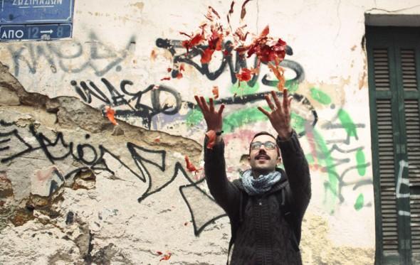 Δημήτρης Αθηνάκης: «Ένας τόνος τσιμέντο κι έπεσε στο κεφάλι μου…»