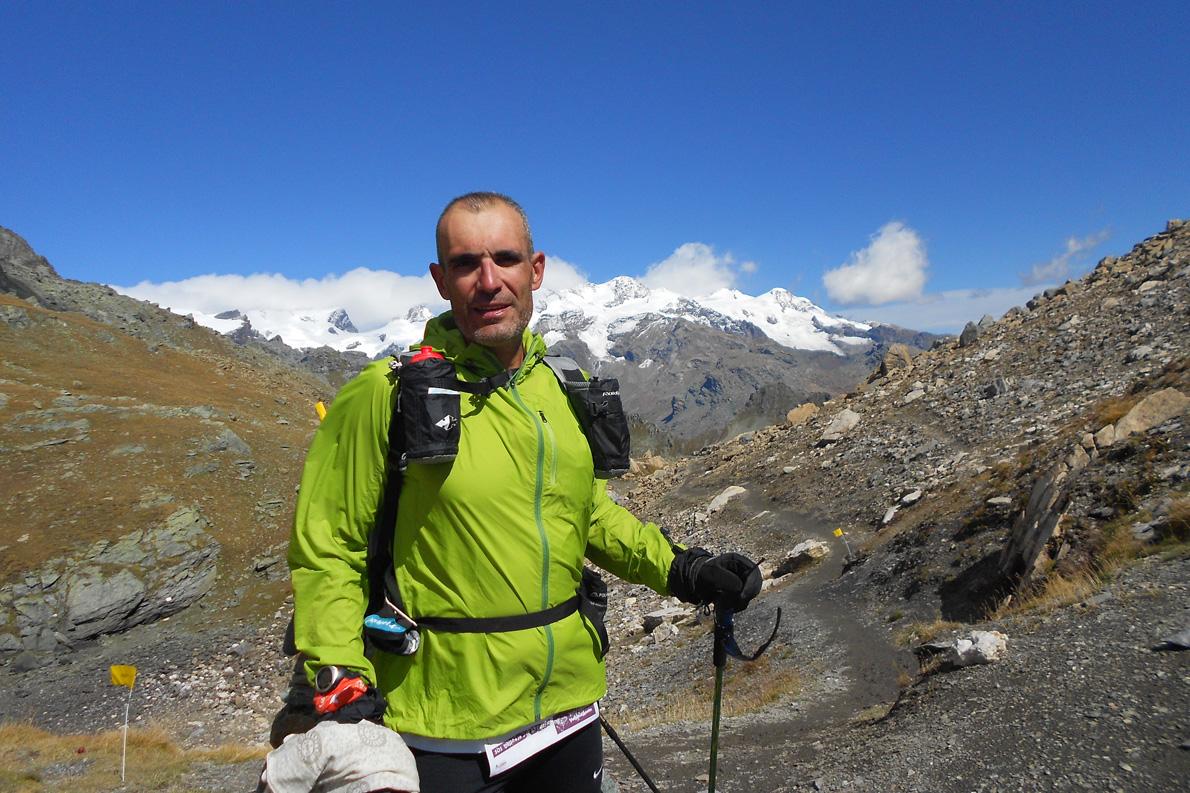 Στο Tor des Geants, Σεπτέμβριος 2012, μετά από τέσσερις μέρες, με αίσθημα γλυκιάς διάλυσης πριν το τελευταίο κομμάτι της διαδρομής με φόντο το Monte Bianco.