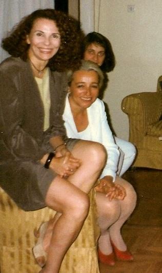 Η Μπέττυ Λιβανού, η Αλεξάνδρα Μπουτάρη και η Λίλη Πανούση στη Σεμέλης (φωτογραφία Νανά Κακίση).