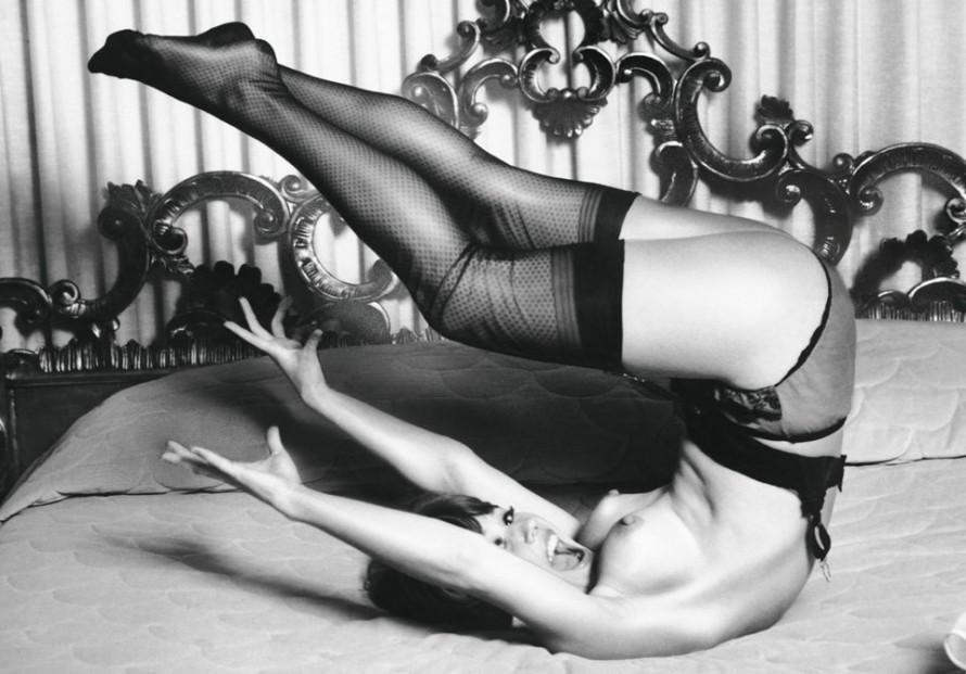 Tο σέξι είναι ένας τρόπος να παίζεις με τη λεπτομέρεια. H λεπτομέρεια: το τακούνι-στιλέτο, η ρόγα-στιλέτο, η φωνή-στιλέτο, το χιούμορ-στιλέτο. ©The Little Book of Legs, Taschen