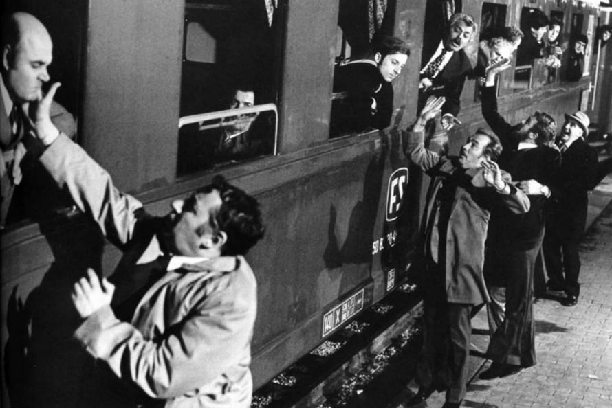 «Amici Miei»: Από τις πιο αξέχαστες πλάκες της τρελοπαρέας τα αποχαιρετιστήρια χαστούκια στο σταθμό του τρένου.