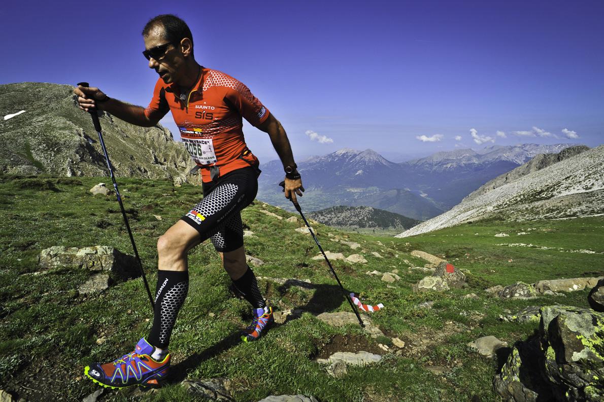 Ο Νίκος Κωστόπουλος πηγαίνοντας προς την κορυφή της Ζήρειας, στον αγώνα Garmin Ziria Cross Country, στον Φενεό της Ορεινής Κορινθίας.