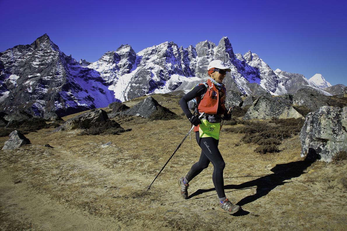 Η Ναταλία Παπουνίδου σε μια από τις διαδρομές στον αγώνα SoluKumbu Trail στο Νεπάλ.