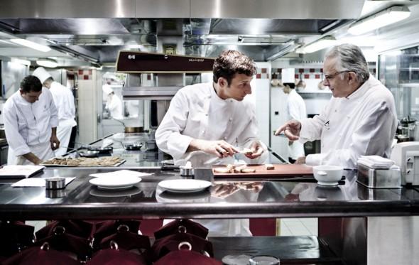 O βασιλιάς των σεφ Alain Ducasse βγάζει το κρέας από τον κατάλογο