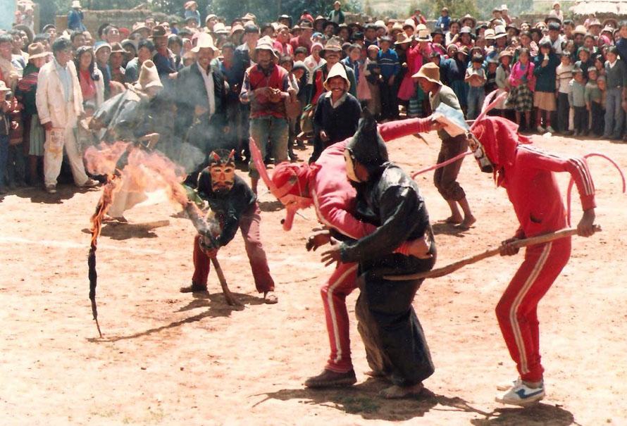 O κακός γαιοκτήμονας θα περάσει μέσα από το πυρ. Anta 1988, Φωτό Κ.Γκόφας