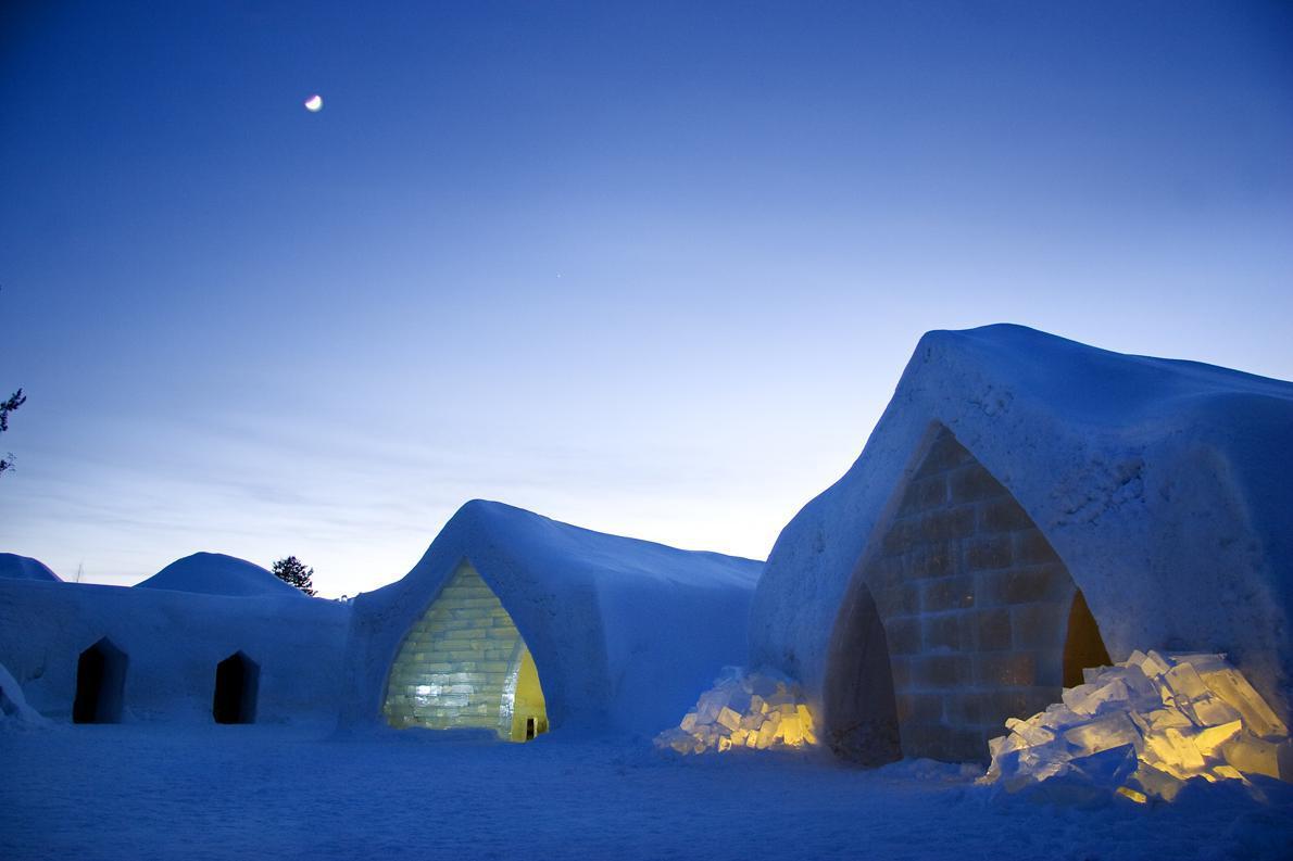 Arctic_Snow_hotel_1
