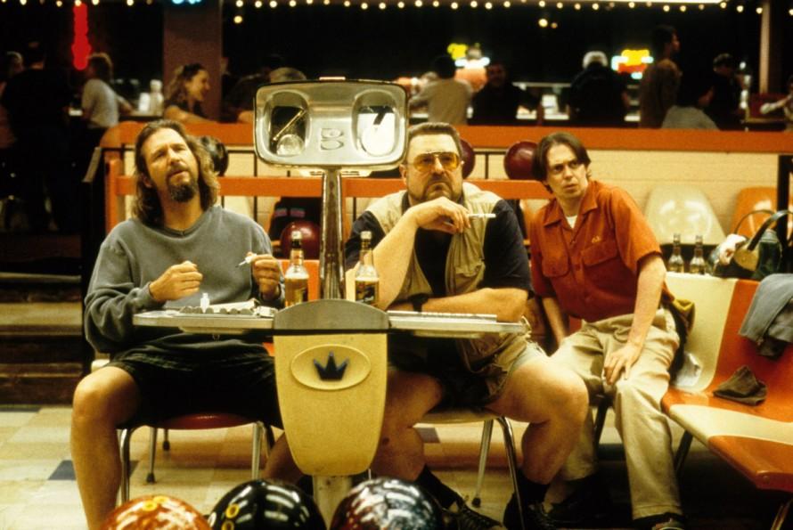 «Big Lebowski»: Ο Dude έχει την τόλμη να βάψει τα νύχια του και στο bowling center.