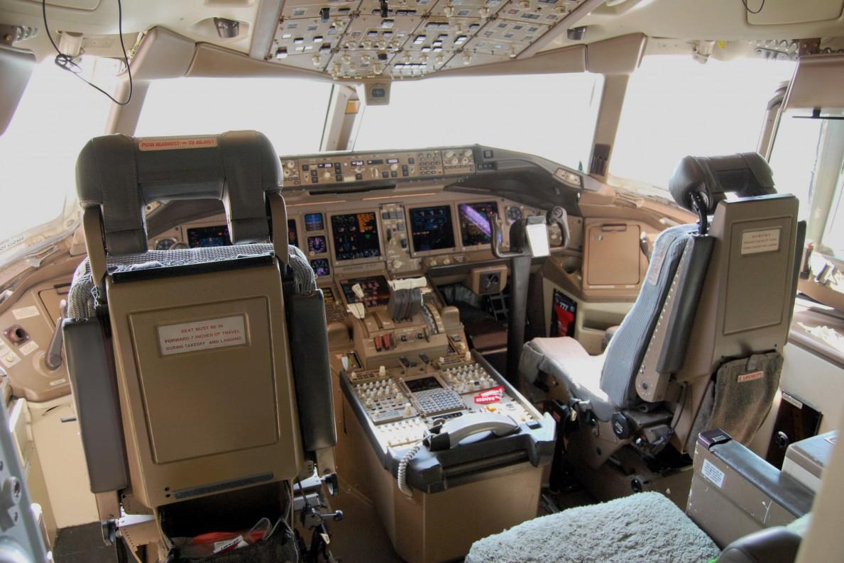 Boeing_777cockpit