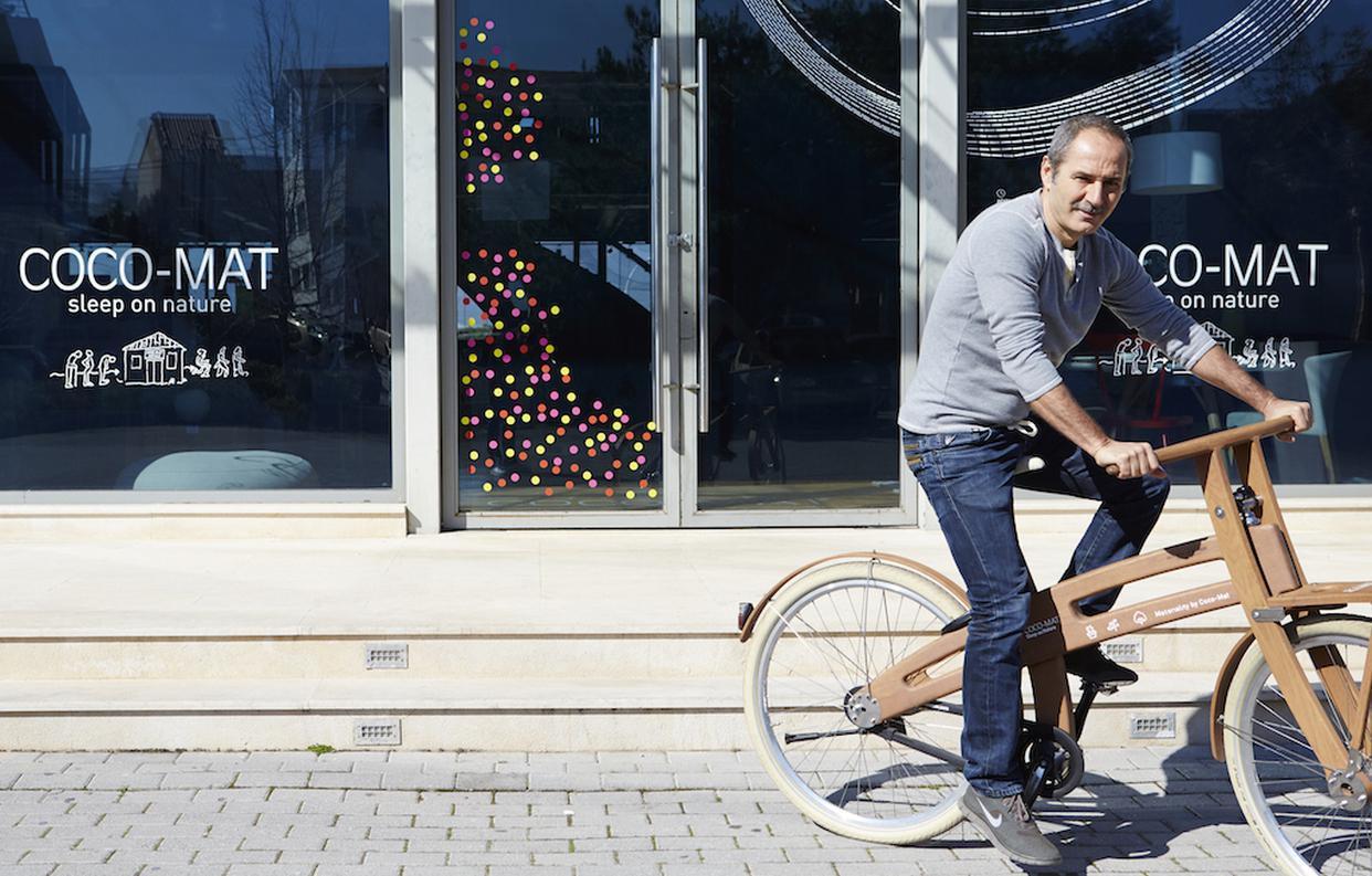 «Επιτυχία, για μένα, σημαίνει να ερωτεύομαι στα πενηνταέξι μου ένα ξύλινο ποδήλατο και να μην κοιμάμαι μέχρι να χορτάσω ορθοπεταλιές».
