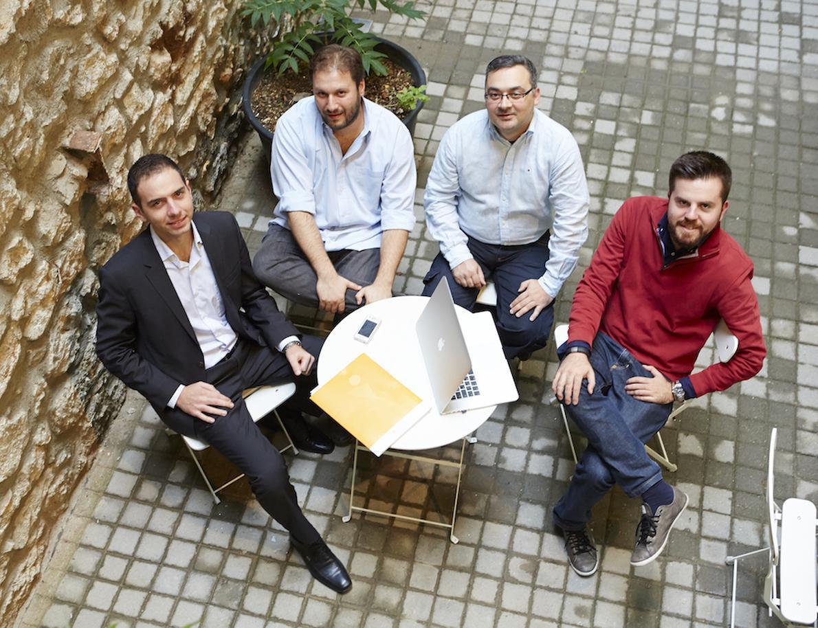 Οι εμπνευστές του Found.Ation (από αριστερά): Θάνος Κοσμίδης, Κωνσταντίνος Πολίτης, Γιάννης Σκλάβος και Δημήτρης Καλαβρός-Γουσίου. Με κοινό στόχο ‒και όραμα‒ να βοηθήσουν «να μεγαλώσει η πίτα των νέων τεχνολογιών στην Ελλάδα».