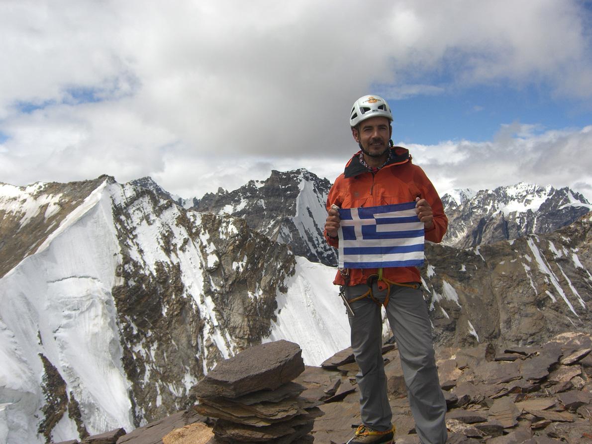«Η εξερεύνηση άγνωστων κορυφών είναι η πραγματική περιπέτεια», λέει εμφατικά ο Γιώργος Βουτυρόπουλος. (Εδώ στο Λαντάκ της Βόρειας Ινδίας, τον Αύγουστος του 2012).