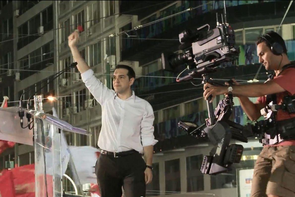 «Πριν τις εκλογές του Μάη βλέπαμε ότι κάτι συμβαίνει στην Ελλάδα και ότι το πολιτικό φάσμα πάει να αλλάξει». Φωτογραφία: Persona Production