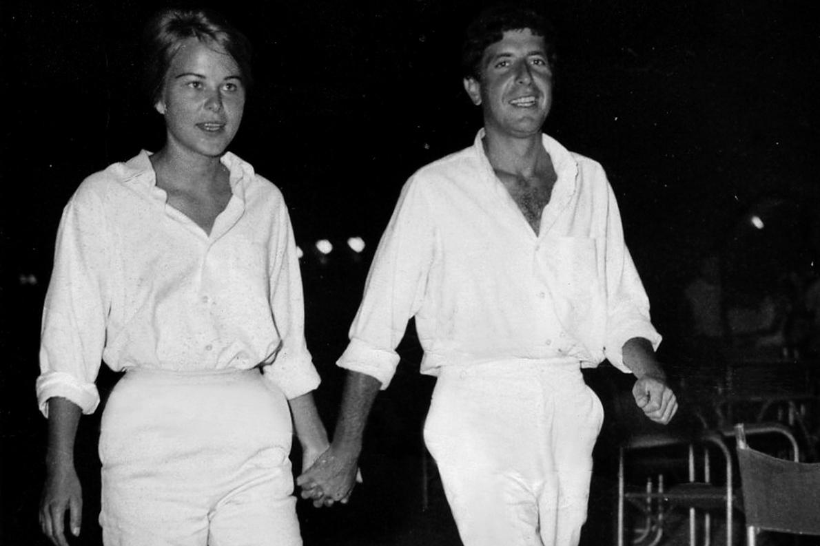 Με την Μαριάννε, την εποχή του μεγάλου τους έρωτα, στο λιμάνι της Ύδρας.