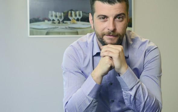 Ο Γιάννης Κυρίτσης θέλει να αναλάβει όλες τις κρατήσεις στα ελληνικά ξενοδοχεία
