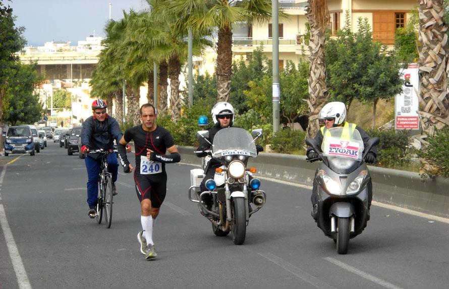 Τρέχοντας στον αγώνα Φαιστός - Κνωσσός 70 χλμ.