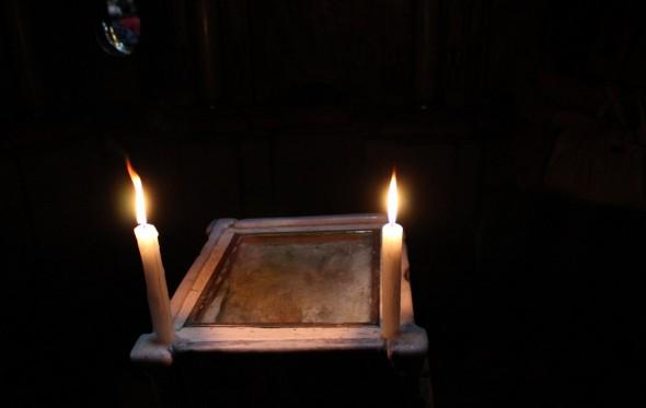 Φωτιές ανάβει το Άγιο Φως