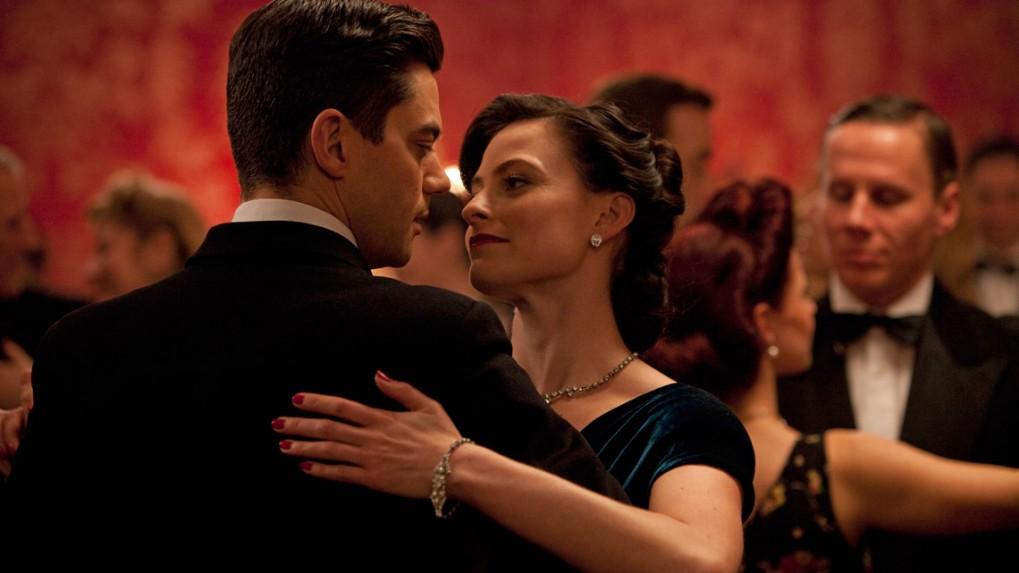 Ο Ντόμινικ Κούπερ και η Σάρα Πάλβερ πρωταγωνιστούν στη σειρά «Fleming».