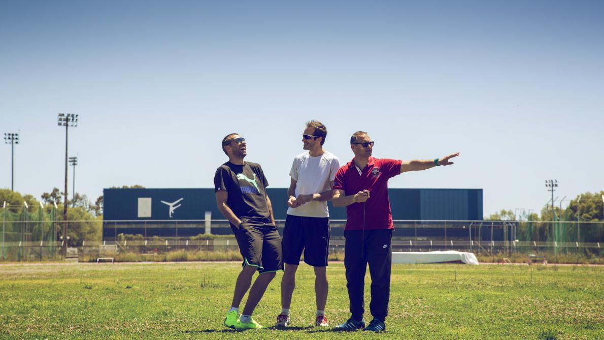 Περικλής Ιακωβάκης, Σωτήρης Ιακωβάκης, Θωμάς Ιακωβάκης (από αριστερά στη φωτογραφία) Τα τρία αδέλφια συναντιούνται ως και σήμερα σχεδόν κάθε μέρα, είτε στη Βουλιαγμένη, όπου ο Θωμάς εργάζεται ως προπονητής, είτε στον Άγιο Κοσμά.