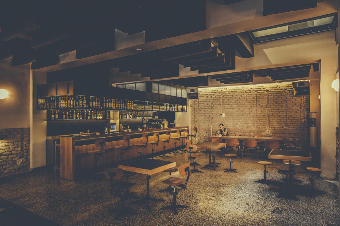 Tο καφέ - χώρος συνάντησης στο ισογειο