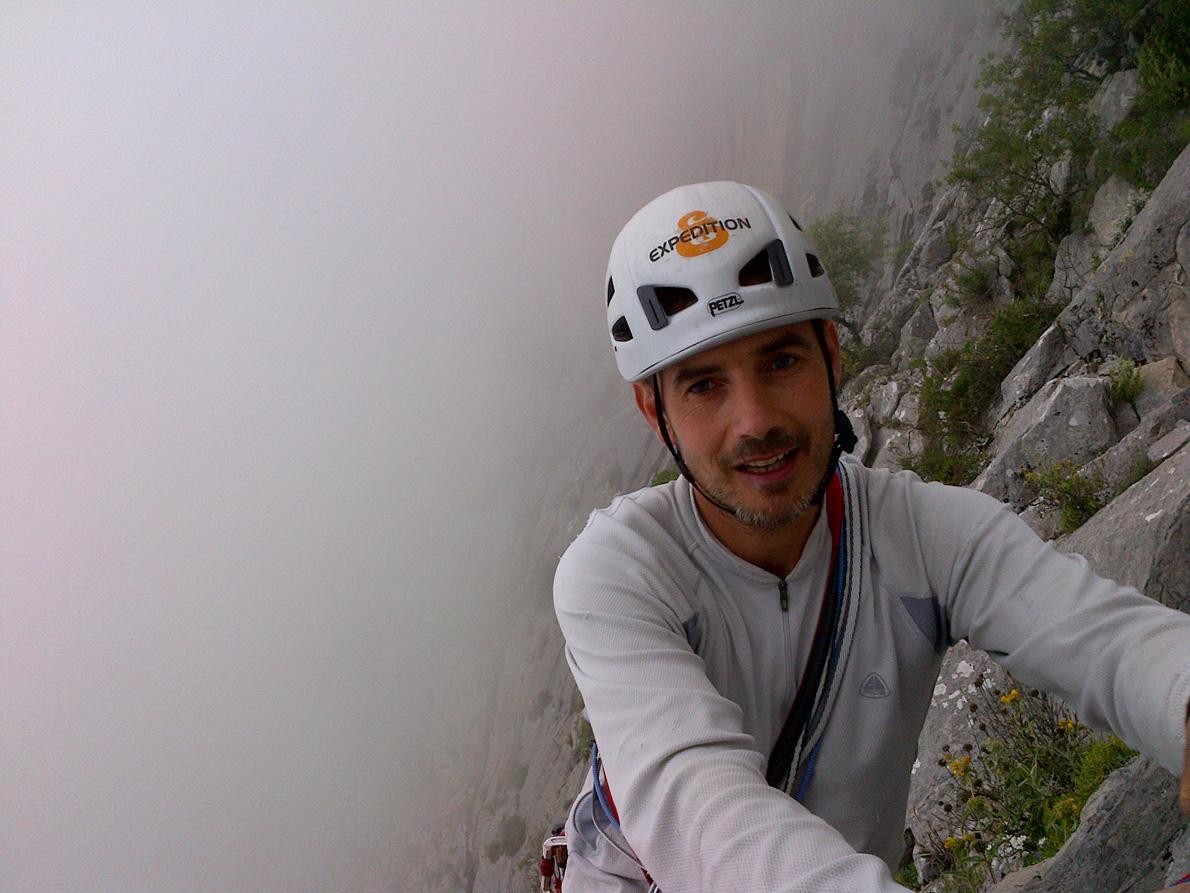 Βαράσοβα, 2012. Ο Γιώργος Βουτυρόπουλος εν ώρα αναρρίχησης σε μια από τις μεγαλύτερες ελληνικές ορθοπλαγιές, που φτάνει τα 600 μέτρα ύψος.