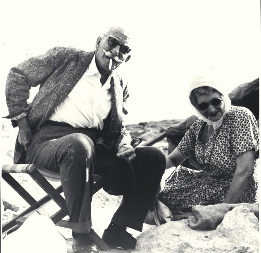 Με τη σύζυγό του Ελένη στις Μυκήνες (1953)