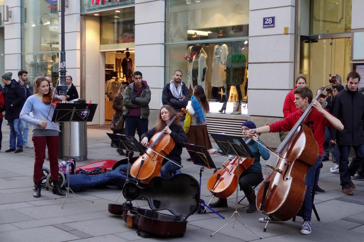Μελωδικά μουσικά ακούσματα στο θόρυβο της πόλης