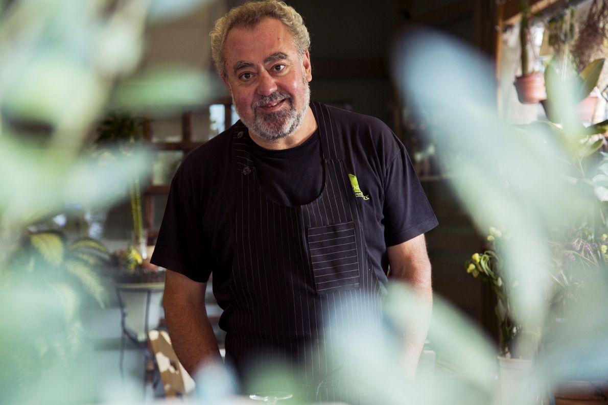 O Nίκος Μιχαήλ είναι ιδιοκτήτης και σεφ του εστιατορίου «Άργουρα».