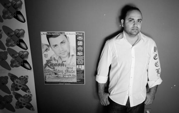 Ο Ελληνοπακιστανός τραγουδιστής του Κασμίρ
