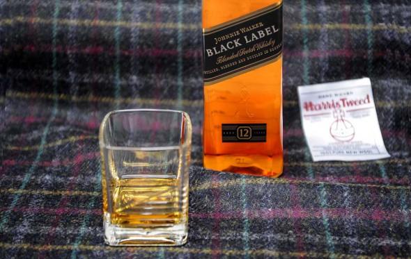 Το κορυφαίο tweed με άρωμα… Johnnie Walker
