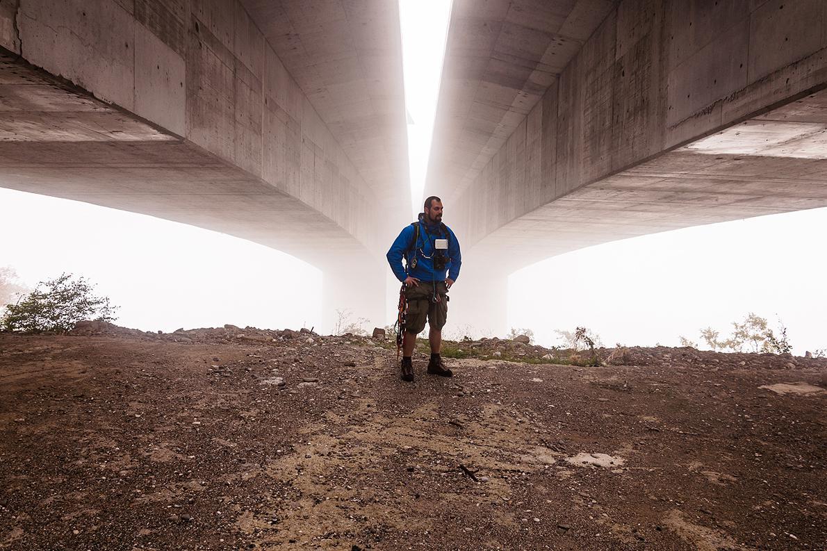 Λίγο πριν το πρώτο άλμα στη γέφυρα των Ιωαννίνων και μέσα σε πυκνή ομίχλη.