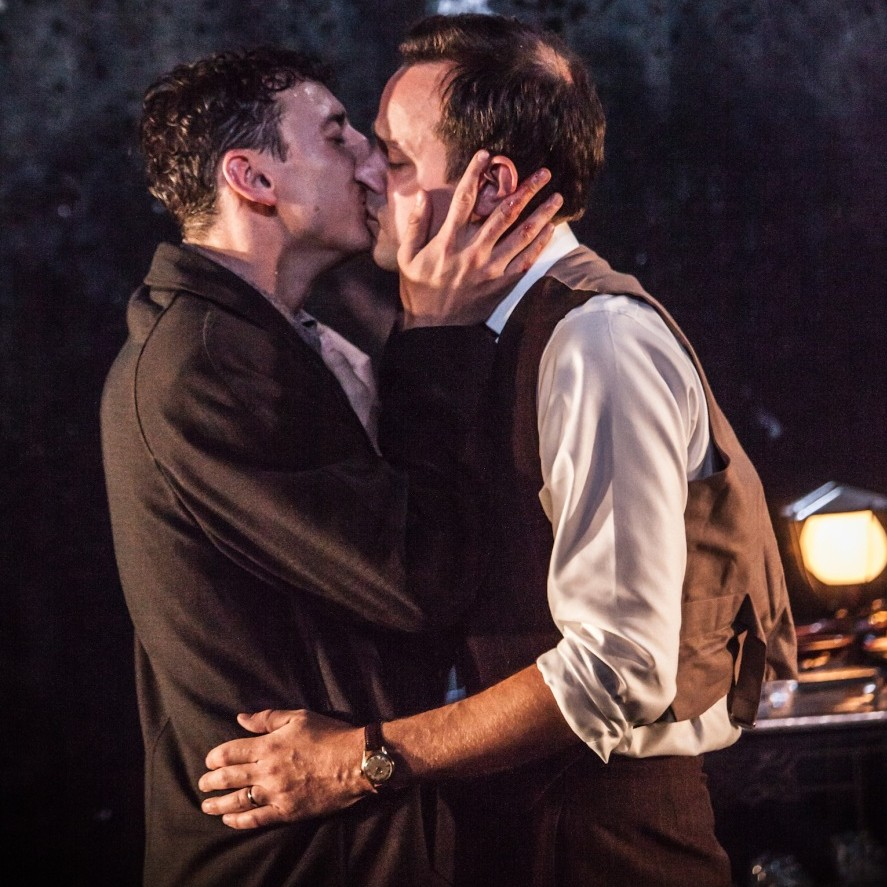 L-R Al Weaver (Oliver) & Harry Hadden-Paton (Philip) - The Pride - Trafalgar Studios - Photo Marc Brenner