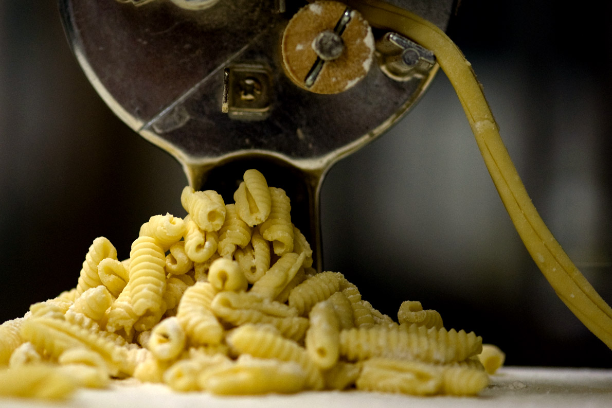 Cavatelli στη μηχανή. Photo Credit: Levi Pearson/flickr