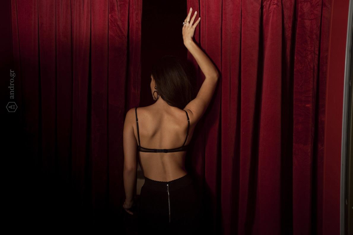 Σουτιέν Intimissimi, παντελόνι Elisabetta Franchi, Zilly, σκουλαρίκια H&M, δαχτυλίδια Τάκης Μαρακάκης.