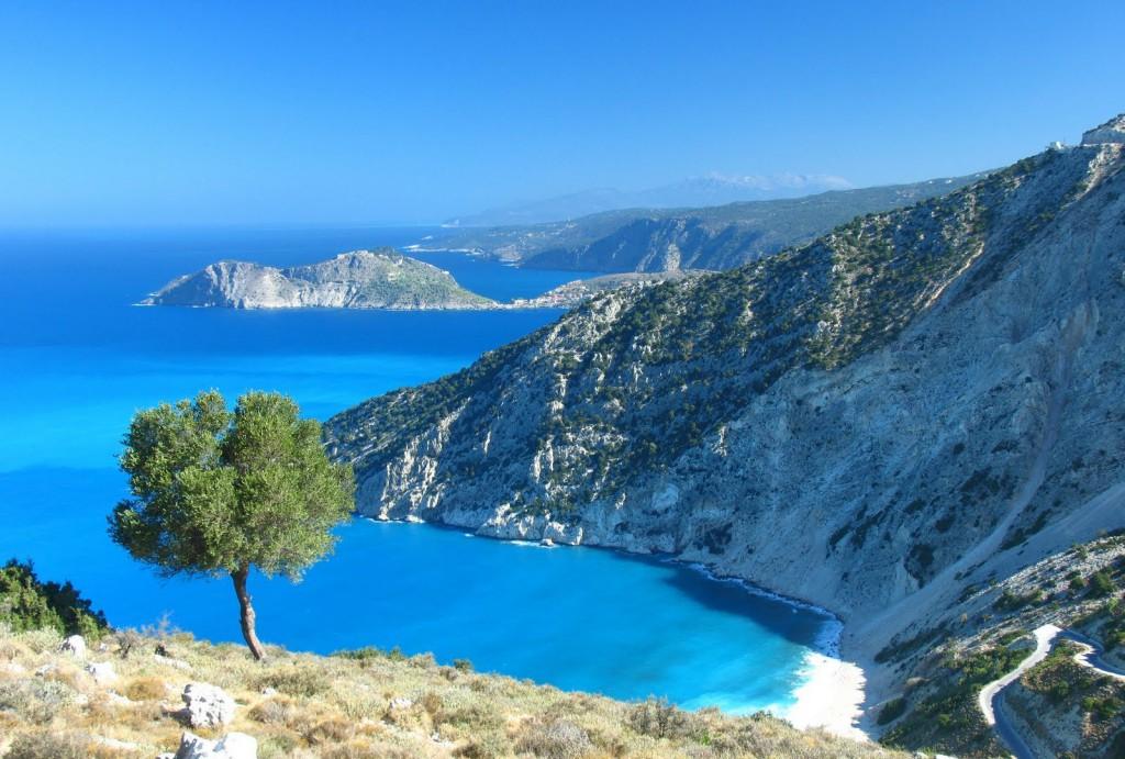 Τα νησιά του Ιονίου βρίσκονται στο επίκεντρο αυτής της γεωλογικής αναστάτωσης. Ως «αποζημίωση», έχουν τις πιο όμορφες πλαζ της Μεσογείου, κι από τις πιο όμορφες στον κόσμο ολόκληρο: Πόρτο Κατσίκι, Μύρτος, Ναυάγιο! Credit: woolleyda/flickr
