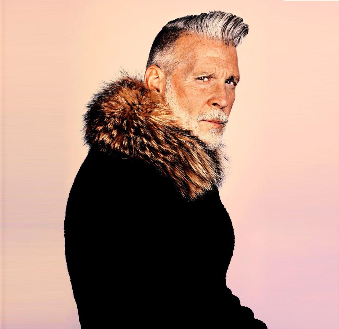 Ο βετεράνος του μόντελινγκ Nick Wooster, το πρόσωπο της Calvin Klein και της Polo Ralph Lauren, πάντα γοητευτικός και στα 50 του, με επιμελώς φροντισμένο μούσι.